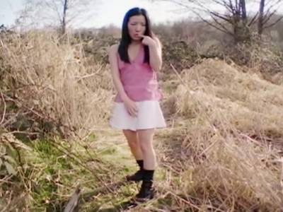 Asiatisches Girl im Outdoor Solovideo