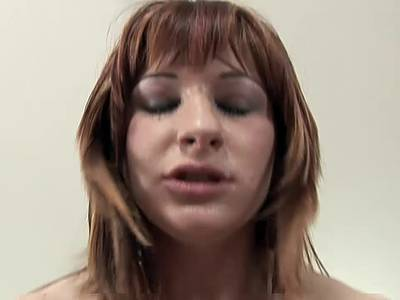 Redhead mit haarige Muschi im HD Sex Video
